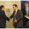Министърът на транспорта, информационните технологии и съобщенията Ивайло Московски подписа четири от договорите за изграждане на електронното правителство в България. На церемонията присъства и вицепремиерът Симеон Дянков.